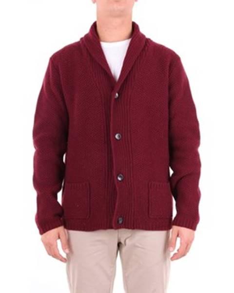 Červený sveter Cruna