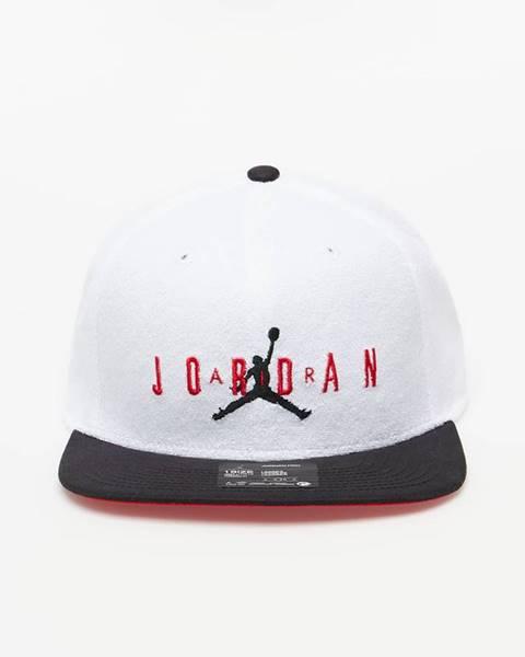 Biela čiapka Jordan
